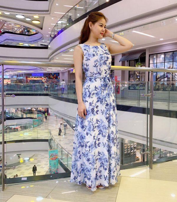 Đầm maxi cổ tròn sát nách trắng họa tiết hoa xanh da trời phối eo thắt nơ hình 2