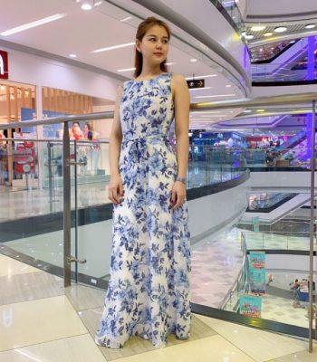 Đầm maxi cổ tròn sát nách trắng họa tiết hoa xanh da trời phối eo thắt nơ hình 3