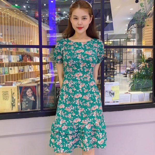 Đầm xòe cổ tròn phối bèo tầng xanh lá cây họa tiết hoa hình 1