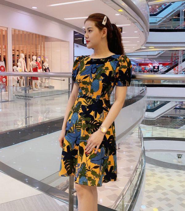 Đầm xòe cổ tròn tay phồng sắc vàng họa tiết hoa lá đen và xanh hình 2