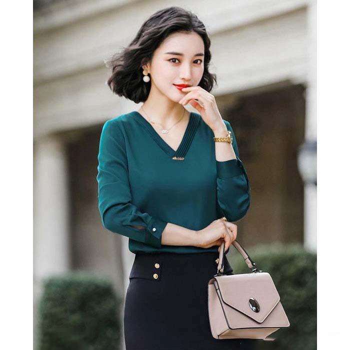 Áo kiểu nữ cổ V màu xanh hình 4